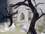 Cripta dietro gli alberi
